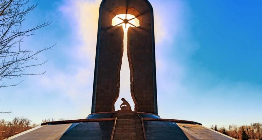 Монумент памяти жертв ядерных испытаний «Сильнее смерти» в Семипалатинске