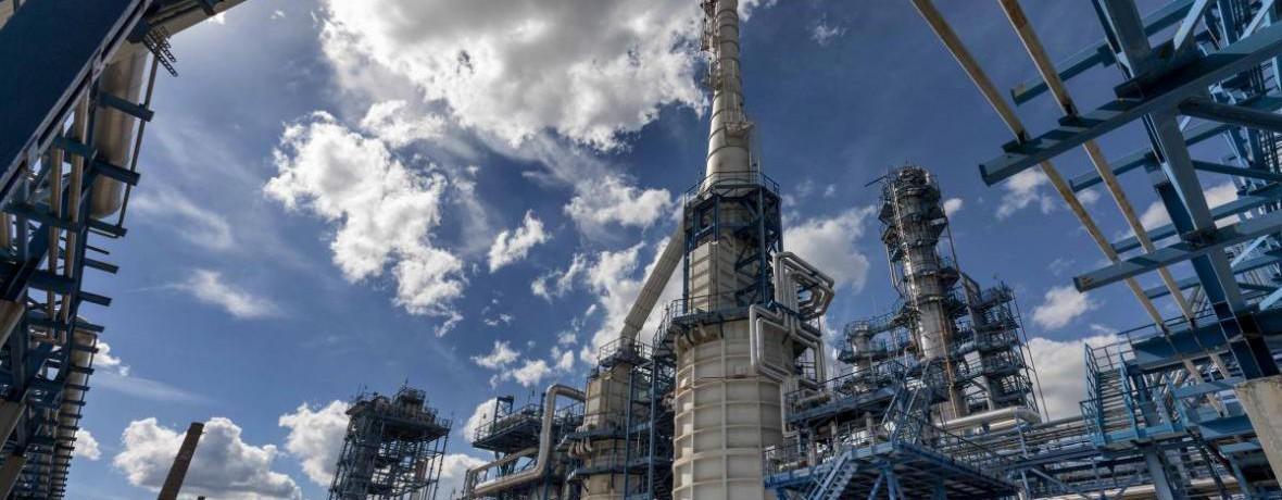 Строительство завода по производству моторных топлив и продуктов нефтехимии